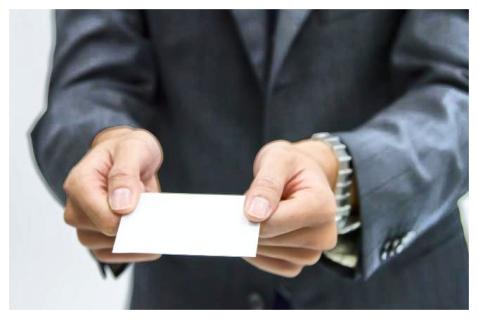Card 01 - 新社会人必見!意外と知らない、正しい名刺交換マナー3つのポイント